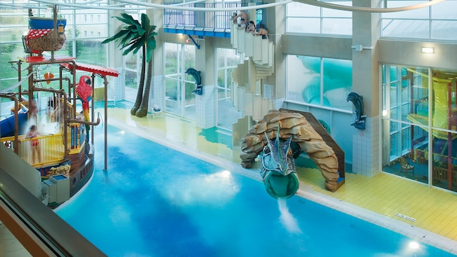 Heated Indoor Pool At Algonquin 39 S Explorers Hotel Disneyland Paris