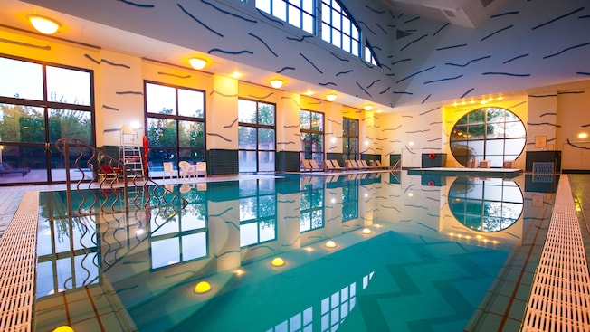 Pools at disney 39 s hotel new york disneyland paris for Hotels eurodisney