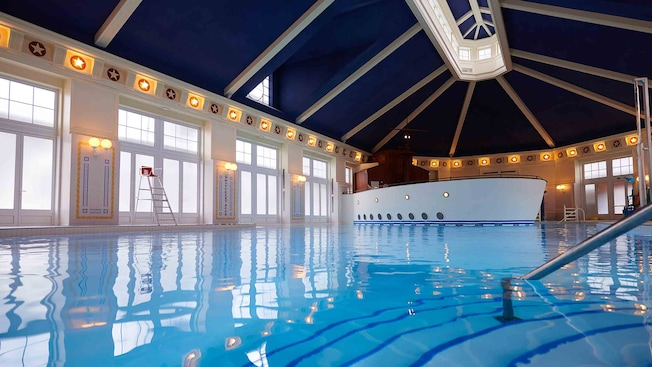 Pool At Disney 39 S Newport Bay Club Disneyland Paris