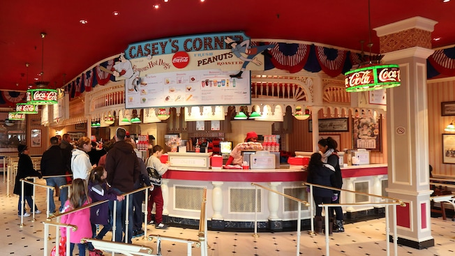 Casey 39 s corner restaurant et r servation disneyland paris for Interieur hotel disney